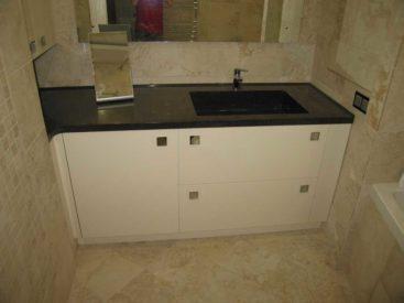 Мебель в ванную с каменной столешницей