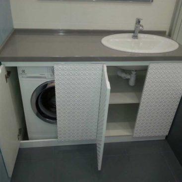 тумба со стиральной машиной с декоративными фасадами из мдф