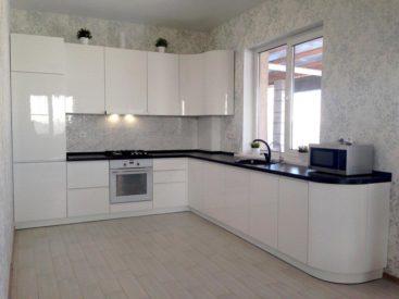 Кухня из акрила с радиусным фасадом №22