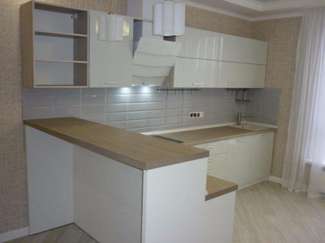 Кухня из акрила с барной стойкой №24