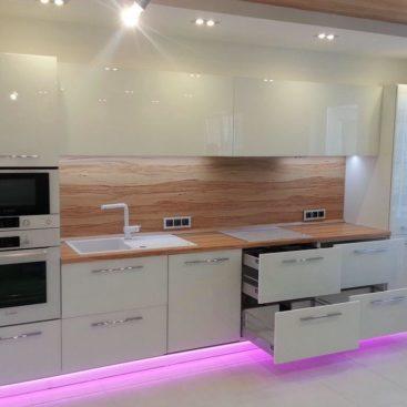 Прямая белая кухня №9
