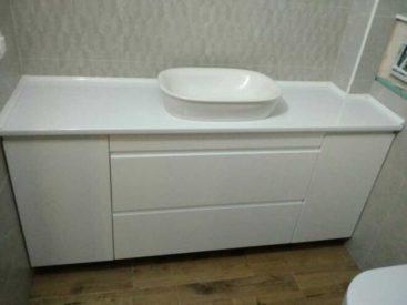 Тумба в ванную с фасадами без ручек №61