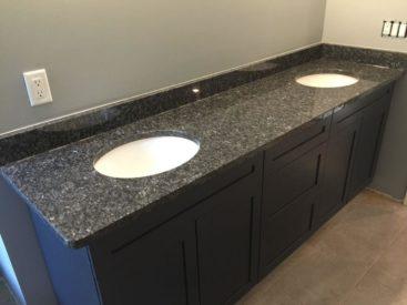 Черная мебель в ванную №70