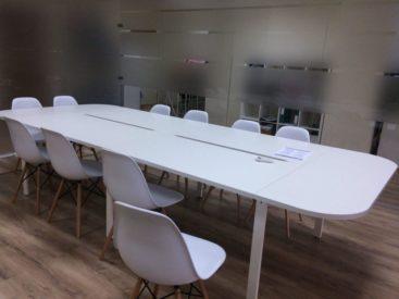 Белый офисный стол для переговоров №20