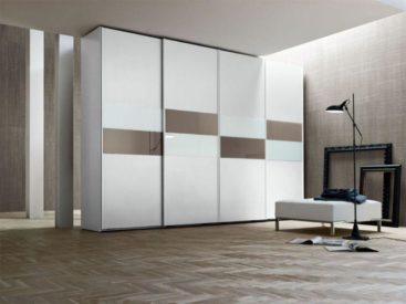 Белый шкаф-купе с вставками из зеркала и белого лакобеля №5