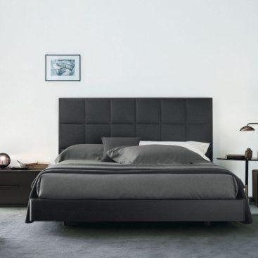 Черная двуспальная мягкая кровать №10
